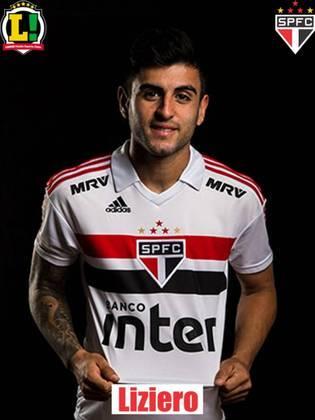 Liziero - 5,5: Vinha fazendo uma boa partida, mas caiu de produção na segunda etapa. Perdeu na dividida de cabeça para Rodrigo Caio no lance do quarto gol do Flamengo.