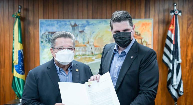 Projeto foi entregue pessoalmente pelo secretário da Casa Civil de São Paulo, Cauê Macris