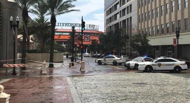 Polícia cercou local de tiroteio em Jacksonville, na Flórida