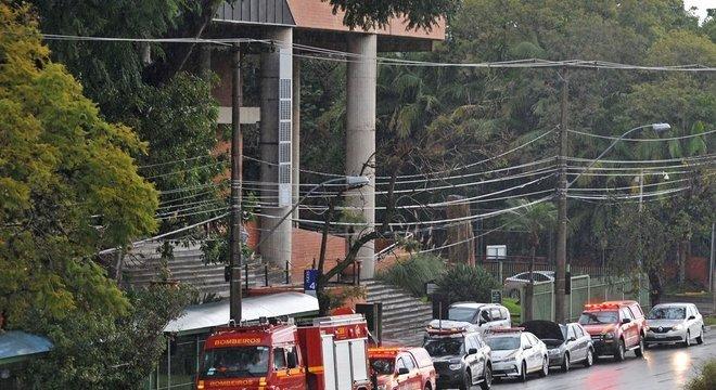 Local foi evacuado neste domingo por causa de uma rachadura no piso de uma das salas do sétimo lugar Crédito: Alina Souza