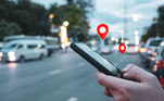 Desabilite o rastreamento delocalizaçãoDesabilite os Serviços de Localização no celularpara todos os aplicativos de redes sociais e de sua câmera. O rastreamento e ohistórico de localização podem permitir que plataformas de mídias sociais eaplicativos rastreiem e cataloguem suas localizações com precisão, e então,exibam anúncios personalizados