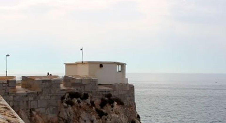 Localizado na Europa, Gibraltar é um território britânico na costa da Espanha. Sua população é um pouco superior a 33 mil habitantes. 31° da lista geral, é o oitavo entre os paraísos fiscais que mais recebem investimentos brasileiros.