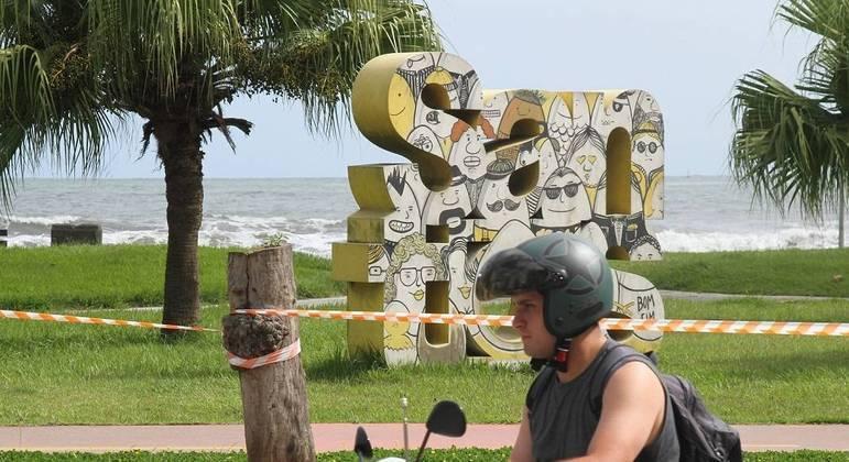 Santos já fechou as praias e limitou a circulação no calçadão