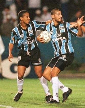 Loco Abreu deixou uma inusitada lembrança para torcedores do Grêmio. O uruguaio jogou sete partidas, marcou um gol e se machucou ao cobrar um pênalti. Tudo isso na temporada de 1998.