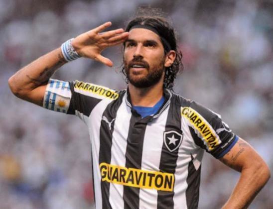 Loco Abreu é ídolo do Botafogo, mas já acionou o Fogão na Justiça. O uruguaio pediu R$ 6 Milhões ao Alvinegro por direito de imagem.