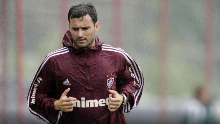 Logo após o tri, EQUI GONZÁLEZ, que teve sua passagem afetada por uma artroscopia no joelho direito, deixou o Fluminense e foi para a LDU. O argentino encerrou sua carreira pouco depois, no clube equatoriano.