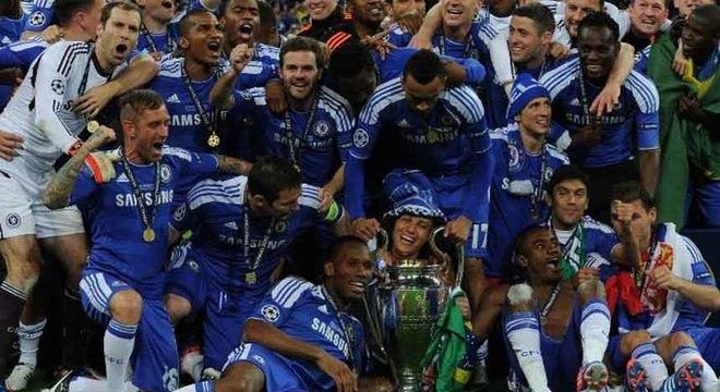 Logo atrás do United, o Chelsea é o segundo clube inglês que mais vezes chegou nas quartas de final da Liga dos Campeões. Os Blues atingiram esta fase oito vezes (2013/14; 2011/12; 2010/11; 2008/09; 2007/08, 2006/07; 2004/05 e 2003/04). O time londrino foi campeão em 2011/12 e vice em 2007/08. (Foto: CHRISTOF STACHE / AFP)