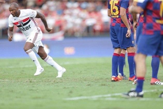 Logo depois, o defensor passou por diversos clubes como Santos, Guarani e futebol japonês. Se aposentou em 2014 e chegou a jogar pelo Tricolor na Legends Cup.