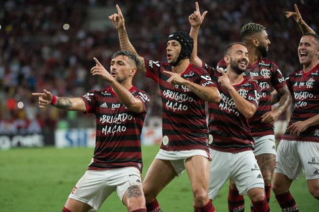 Logo em seguida vem o FLAMENGO. O Rubro-Negro, que foi campeão carioca, brasileiro e da Copa Libertadores, terminou a temporada com saldo de R$ 62 milhões em seus cofres.