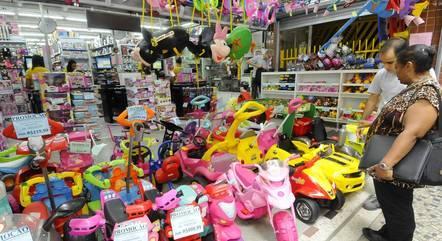 Lojistas pedem abertura do comércio aos domingos