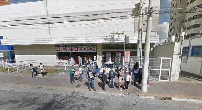 Furto ocorreu nesta quarta-feira (22), na loja no centro da cidade de Suzano (SP)