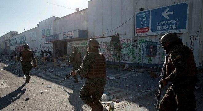 Mais de 50 lojas e supermercados foram saqueados no Chile