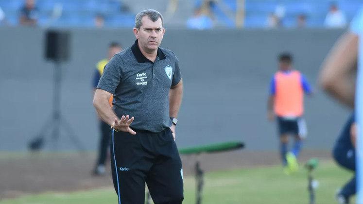 Londrina: Cláudio Tencati - O treinador ficou à frente do Londrina por sete anos e seis meses consecutivos.