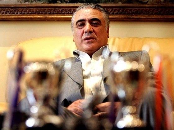 Lorenzo Sanz, ex-presidente do Real Madrid entre 1995 e 2000, foi internado em estado grave em uma UTI e não resistiu ao coronavírus. Sua morte foi confirmada no dia 21 de março, aos 76 anos.