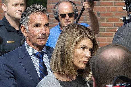 Lori Looughlin começa a cumprir pena após condenação
