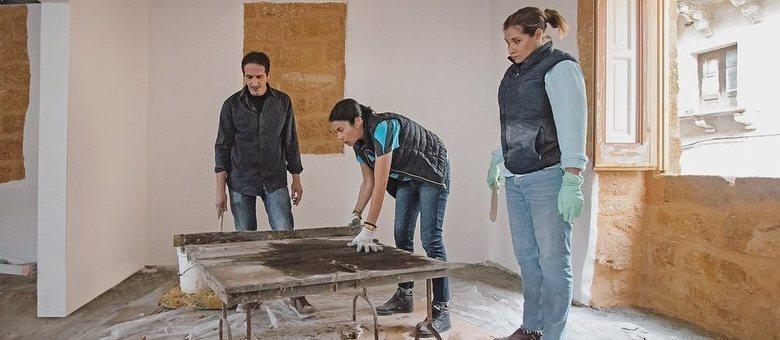 Profissionais já estão pondo a 'mão na massa' para reformar nova casa da atriz