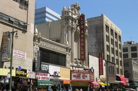 Cinemas da Califórnia irão reabrir no dia 12