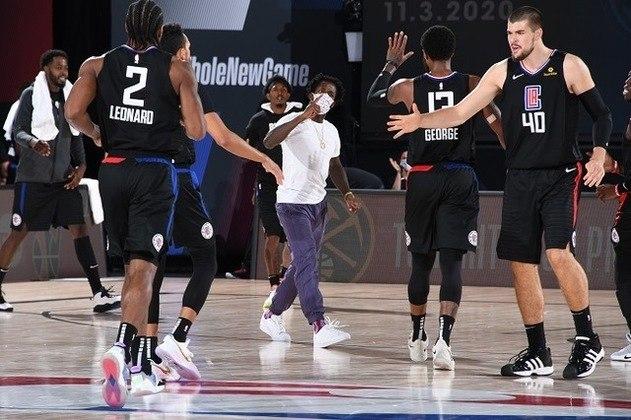 Los Angeles Clippers e Denver Nuggets iniciam a disputa da primeira das semifinais da conferência Oeste nessa sexta-feira. A equipe do Colorado chega motivada após uma virada improvável na primeira rodada dos playoffs, mas os angelinos tiveram melhor recorde na temporada e são favoritos na série.