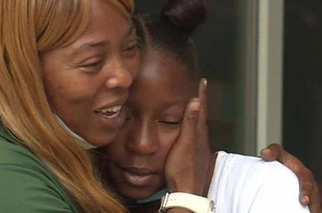 Mãe e filha ficam emocionadas com vaquinha online