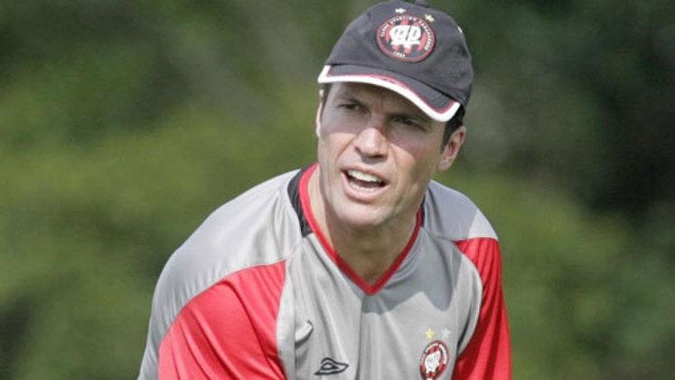 Lothar Matthaüs chegou ao Athletico Paranaense em 2006 e ficou apenas dois meses no cargo até pedir demissão. Em oito jogos a frente do time paranaense, foram seis vitórias e dois empates.