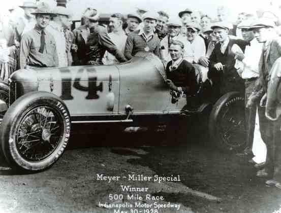 Louis Meyer se tornou o primeiro tricampeão da Indy 500. 1928, 1933 e 1936