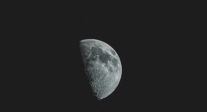 China lança missão para coletar amostras da lua
