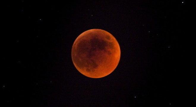 Lua ficará completamente vermelha ao entrar na sombra da Terra