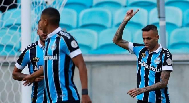 Na vitória contra o Athletico, Luan alcançou a marca de  75 gols pelo Grêmio