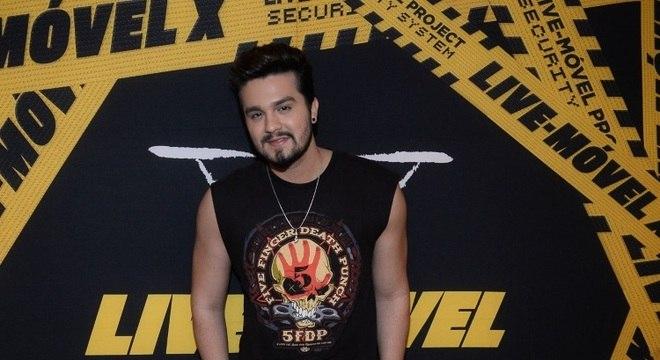 Principais fã-clubes de Luan Santana decidem parar atividades