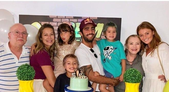 Luana postou foto da família para elogiar o ex-marido