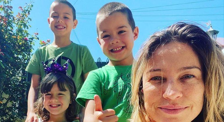 Luana Piovani contou que está com saudades dos três filhos, que estão no Brasil