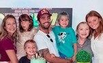 A paz parece que chegou de vez ao ex-casal Luana Piovani e Pedro Scooby. Em seu stories do Instagram, Luana compartilhou, neste domingo (30), a preparação da festa de 5 anos de seus filhos gêmeos, Bem e Liz. A atriz também mostrou que a festa contou com não só com Scooby, como a atual mulher dele, a modelo Cintia Dicker.