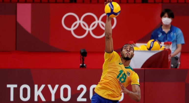 Lucarelli no saque contra os Estados Unidos na fase de grupos dos Jogos de Tóquio