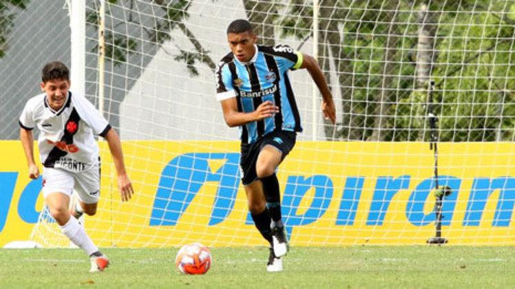 Lucas Araújo: meio-campista do Grêmio, 21 anos. Atuou por pouco tempo em uma partida da Libertadores