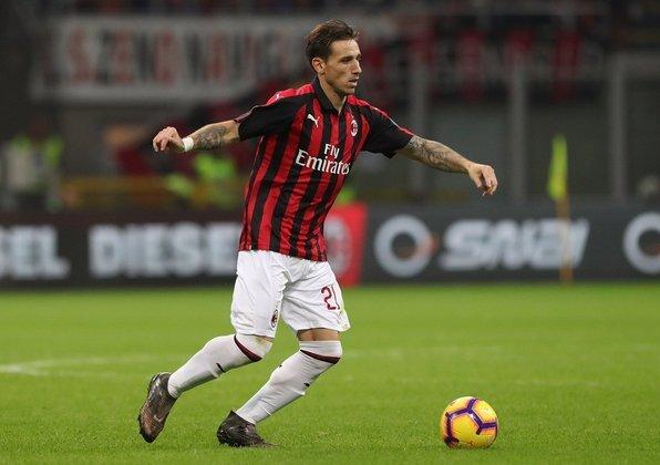 Lucas Biglia (1,1 milhões de euros): Argentina, meio-campista, 34 anos, deve deixar o Milan em agosto, e tem contrato com o clube Rossonero até 31/08