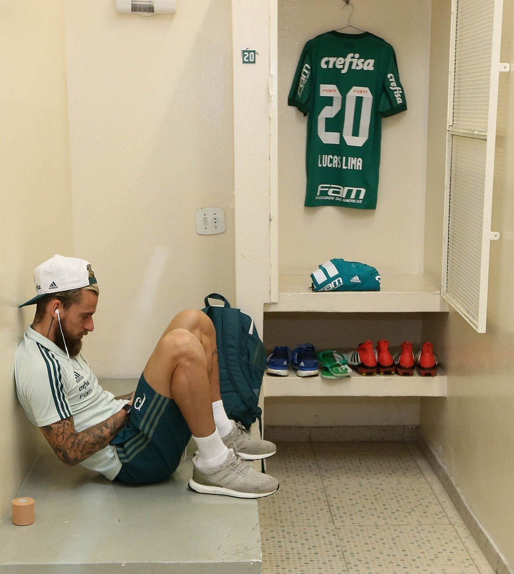 Lucas Lima reserva do reserva. Triste passagem do jogador pelo Palmeiras. Custo altíssimo