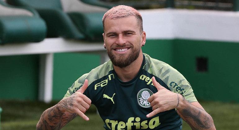 Lucas Lima foi flagrado por torcida organizada do Palmeiras quando saía de festa clandestina