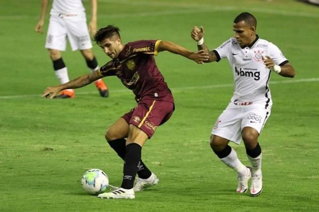 LUCAS MUGNI - Sport (C$ 5,28) - Com uma média de 2,6 desarmes por partida, é uma opção mais regular do que Thiago Neves, que depende mais de gol e assistência para pontuar. Já fez 6.5 diante do CAP, 5.4 contra o Fluminense e 5.7 na última rodada contra o Ceará, todas sem gol e assistência. Por jogar na ponta, também pode pontuar ofensivamente! Até agora, ele tem um gol e uma assistência no Brasileirão.