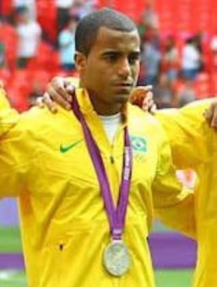 Lucas - O meia conquistou a medalha de prata nas Olimpíadas de Londres-2012, quando o Brasil perdeu a final para o México por 2 a 1.
