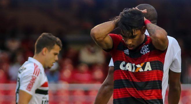 Lucas Paquetá teve chance de marcar, mas chutou para fora contra São Paulo
