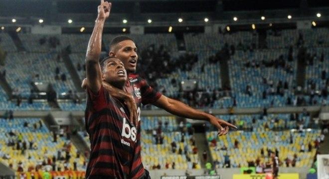 Lucas Silva comemora o gol que definiu o clássico no Maracanã
