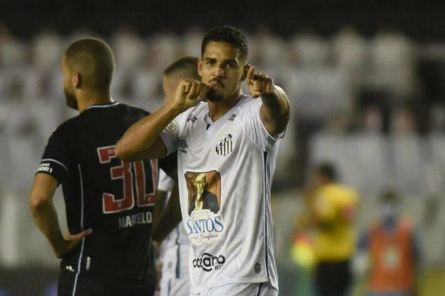 Lucas Veríssimo - um dos principais jogadores santistas, o zagueiro está na leva dos contaminados com a Covid-19 e está isolado. Laércio e Luiz Felipe são opções para substituí-lo enquanto estiver fora