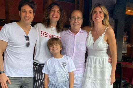 Luciana Gimenez e a ala masculina da família