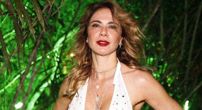 Renovando contrato, Luciana Gimenez continuará com dois programas na Rede TV!