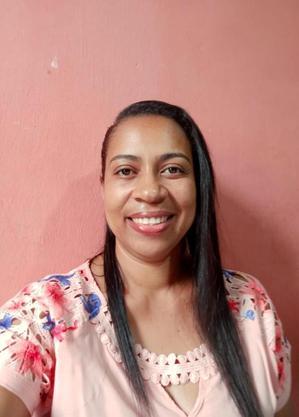 Luciana acompanha as aulas online