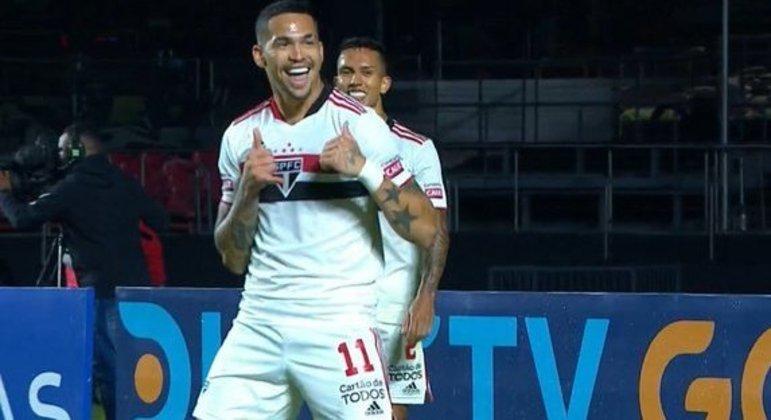 Luciano entrou aos 17 minutos do segundo tempo. Aos 28 minutos comemorava seu gol