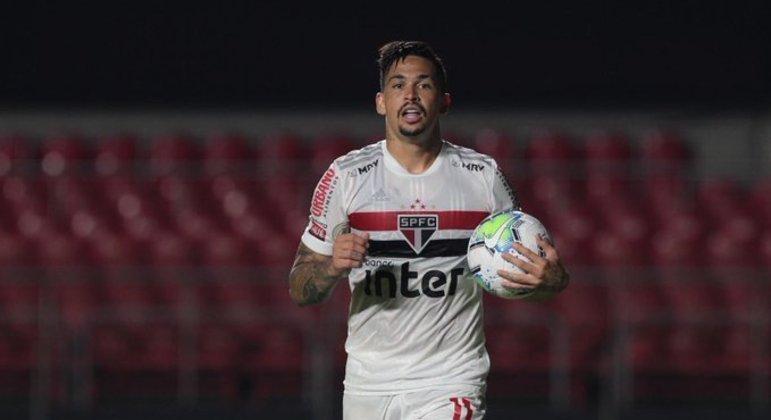 Luciano cobrou falta. Se aproveitou de erro técnico de Hugo. Primeiro gol do São Paulo