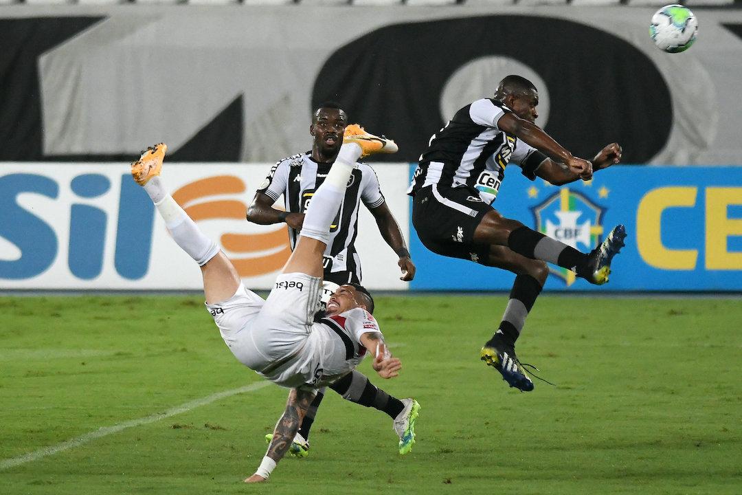 Time sem rumo, sem atitude. São Paulo mereceu a derrota contra o rebaixado Botafogo