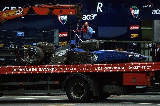 Luciano Burti ficou em coma após um impacto forte no GP da Bélgica de 2001, mas conseguiu escapar com vida e voltou a correr.
