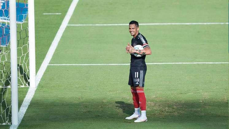 Luciano decide novamente para o São Paulo e garante o empate em casa, em jogo que o time foi muito abaixo do que vem mostrando nas últimas partidas.